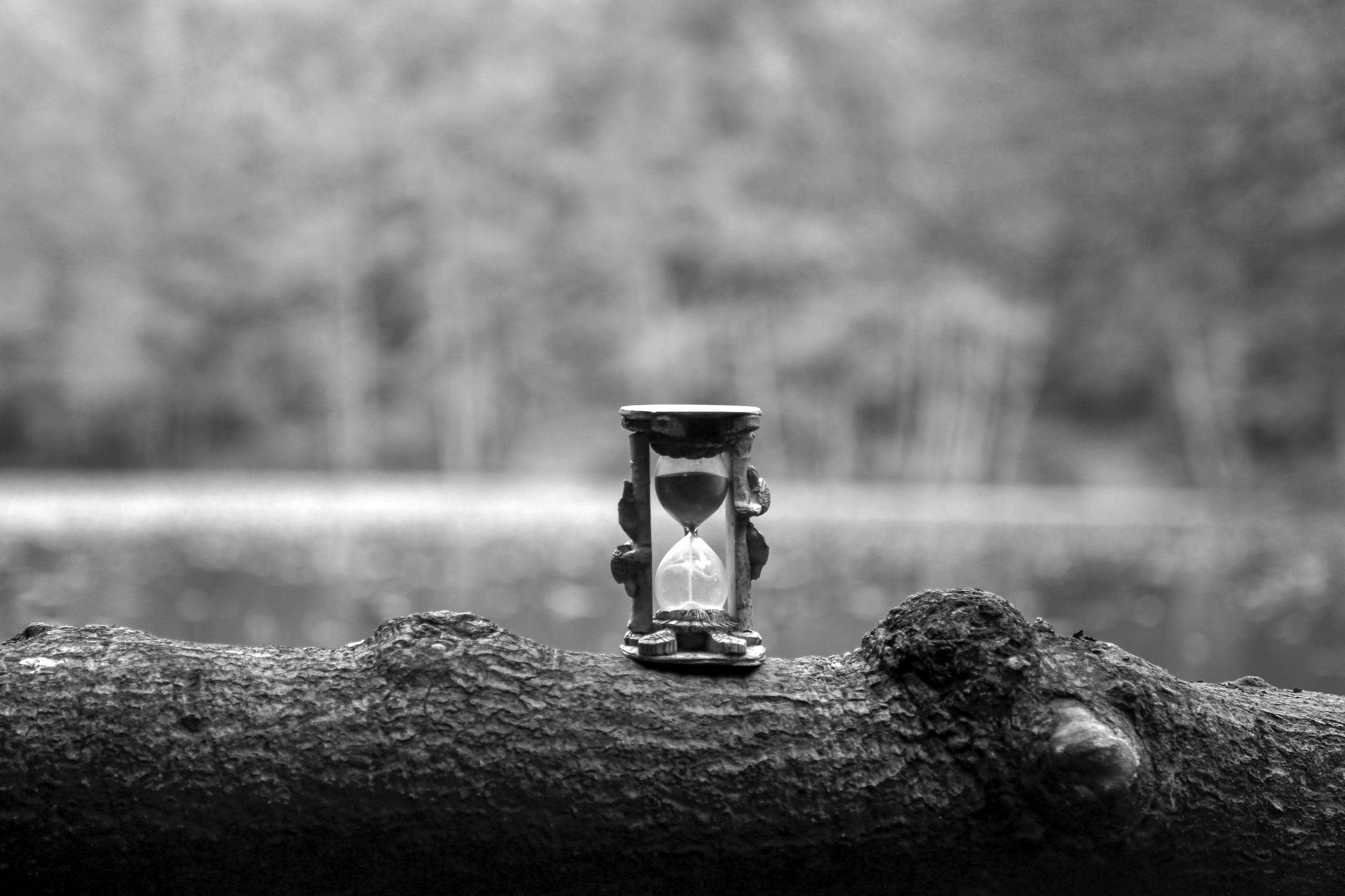 hourglass, black white, white